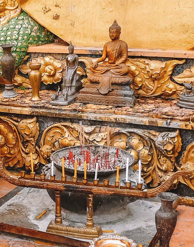 Wat Tham Sua Opferstelle