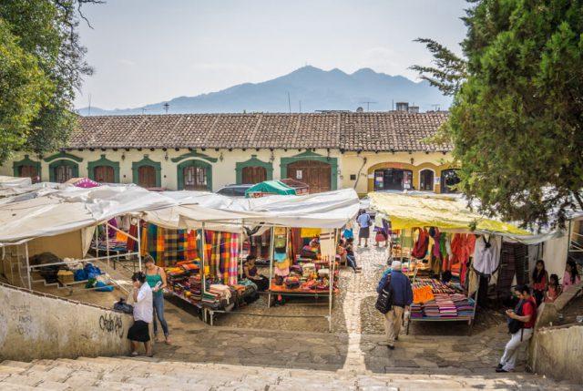 San Cristobal de las Casas Mexiko Kunsthandwerksmarkt Santo Domingo Templo