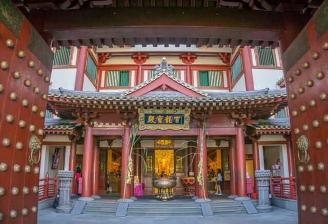 Singapur Sehenswuerdigkeiten Chinatown Buddha Tooth Relic Tempel Eingang