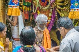 Singapur Sehenswuerdigkeiten Little India Priester