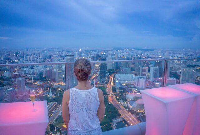 Singapur Sehenswuerdigkeiten Skybar 1 Altitude