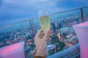 Singapur Sehenswuerdigkeiten Skybar 1 Altitude Cocktail