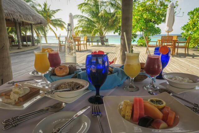 Malediven Reise Coco Palm Dhuni Frühstück