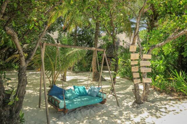 Malediven Reise Coco Palm Dhuni Schaukel