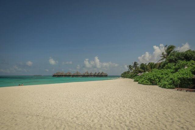 Malediven Reise Coco Palm Dhuni Strand