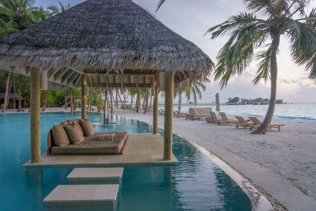 Malediven Urlaub Gili Lankanfushi Pool