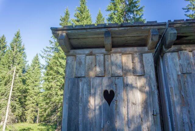Oberoesterreich Dachstein Salzkammergut Loeckenmoos Toilette