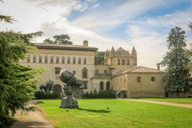Navarra Spanien Bodega Otazu Pamplona Weingut Palast