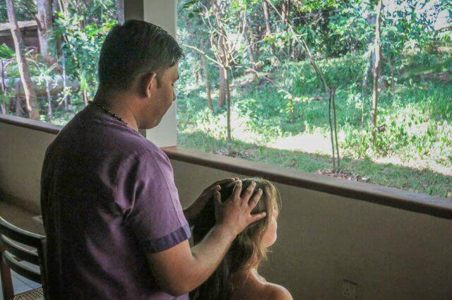 Sri Lanka Ayurveda Paradise Maho Ayurveda Kur Urlaub Kopfmassage