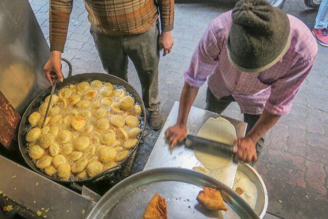 Indien Reisen Udaipur Streetfood Samosas