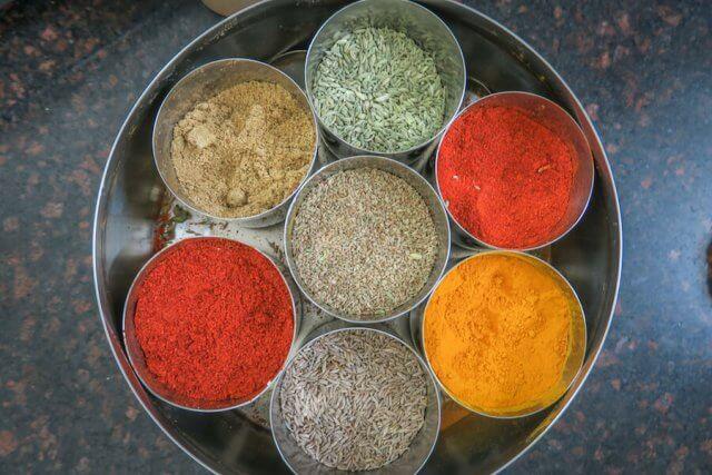 Indien Reisen Udaipur Shashi Cooking Class Gewürze