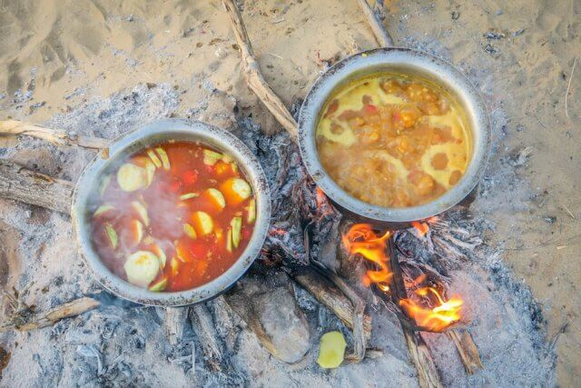Rajasthan Rundreise Jaisalmer Kamelsafari Camp Essen