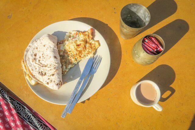 Rajasthan Rundreise Jaisalmer Hotel Shahi Palace Dachterrasse Frühstück