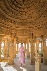 Rajasthan Rundreise Jaisalmer Bada Bagh Grabmäler Innen