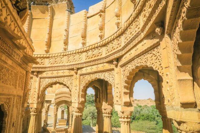 Rajasthan Rundreise Jaisalmer Bada Bagh Grabmäler Verzierungen