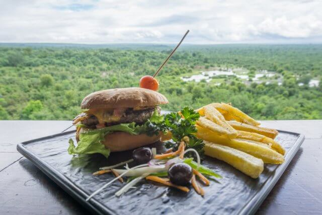 Viktoriafaelle Simbabwe Safari Lodge Burger
