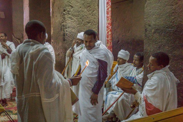 Aethiopien Reisen Felsenkirchen Lalibela Priester