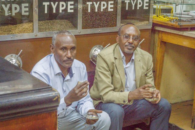 Aethiopien Reisen Tomoca Coffee Addis Abeba