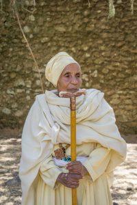Aethiopien Reisen Debre Berhan Selassie Kirche alte Frau
