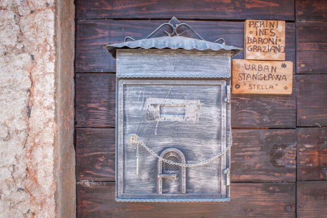 Sehenswuerdigkeiten Gardasee_Trentino_Riva del Garda Tenno Briefkasten