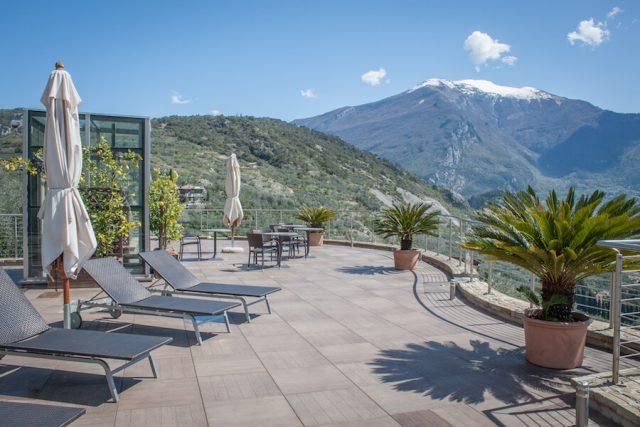 Sehenswuerdigkeiten Gardasee_Trentino_Riva del Garda Agriturismo Maso Botes Dachterrasse