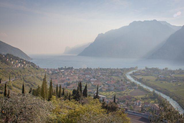 Sehenswuerdigkeiten Gardasee_Trentino_Riva del Garda Nago Sonnenuntergang