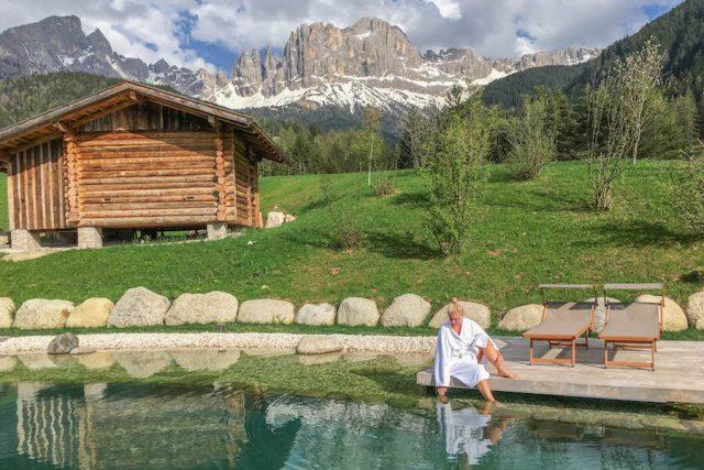 Wellnesshotel Suedtirol_Dolomiten Wandern_Urlaub Suedtirol Cyprianerhof Naturteich