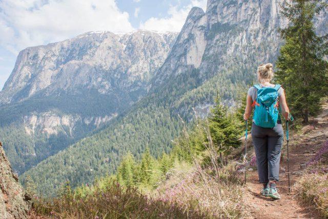 Wellnesshotel Suedtirol_Dolomiten Wandern_Urlaub Suedtirol Cyprianerhof Wanderung Tschafon