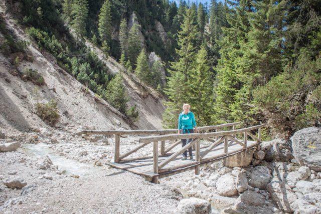 Wellnesshotel Suedtirol_Dolomiten Wandern_Urlaub Suedtirol Cyprianerhof Wanderung Tschamintal Cyprianerhof Brücke