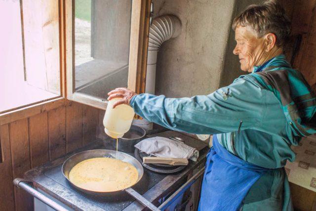 Wellnesshotel Suedtirol_Dolomiten Wandern_Urlaub Suedtirol Cyprianerhof Wanderung Tschamintal Cyprianerhof Heidi Lunch