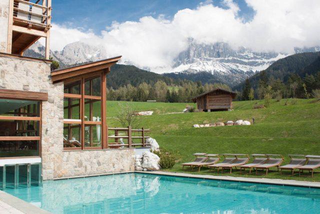Wellnesshotel Suedtirol_Dolomiten Wandern_Urlaub Suedtirol Cyprianerhof Spa Entspannung Ausblick