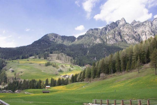 Wellnesshotel Suedtirol_Dolomiten Wandern_Urlaub Suedtirol Cyprianerhof Balkon Ausblick