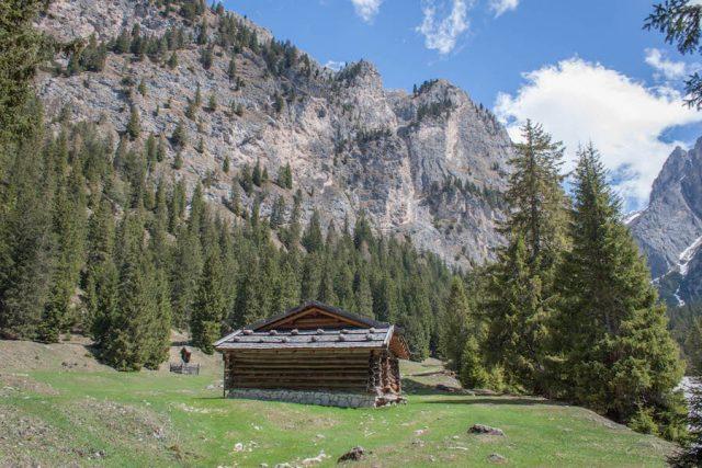 Wellnesshotel Suedtirol_Dolomiten Wandern_Urlaub Suedtirol Cyprianerhof Wanderung Tschamintal Cyprianerhof Hütte