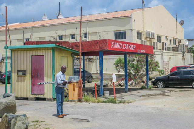 Aruba Urlaub ABC Inseln Oranjestad Tankstelle