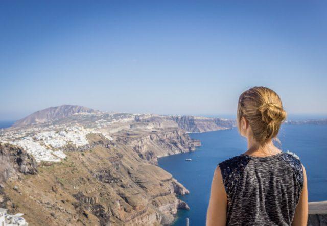 Geheimtipps Santorini Urlaub Kykladeninsel Aussicht auf Fira