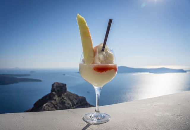 Geheimtipps Santorini Urlaub Kykladeninsel Cocktail