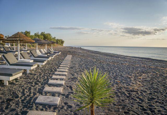 Geheimtipps Santorini Urlaub Kykladeninsel Hotel Kamari Strand