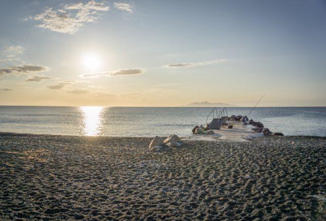 Geheimtipps Santorini Urlaub Kykladeninsel Kamari Strand