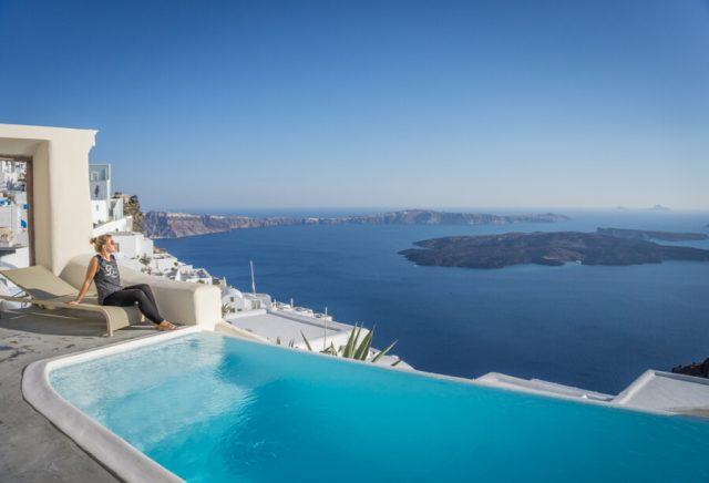 Geheimtipps Santorini Urlaub Kykladeninsel Pool Caldera