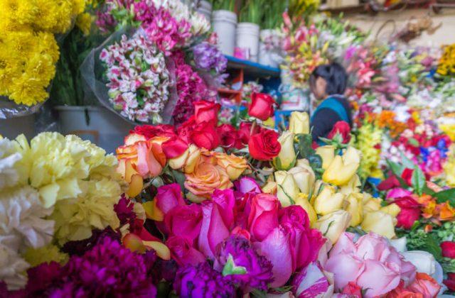 Peru Reisen Cusco San Pedro Markt Blumen