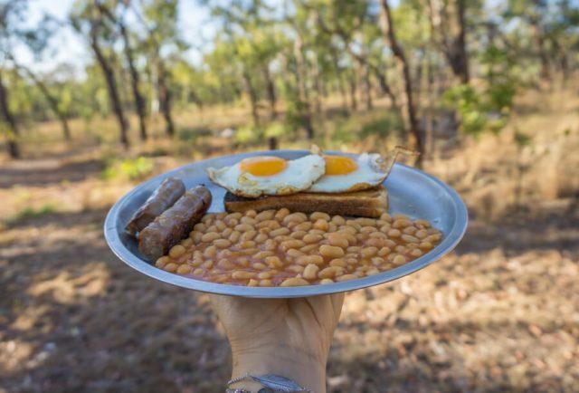 Atherton Tablelands Undara Experience Buschfruehstueck Bohnen