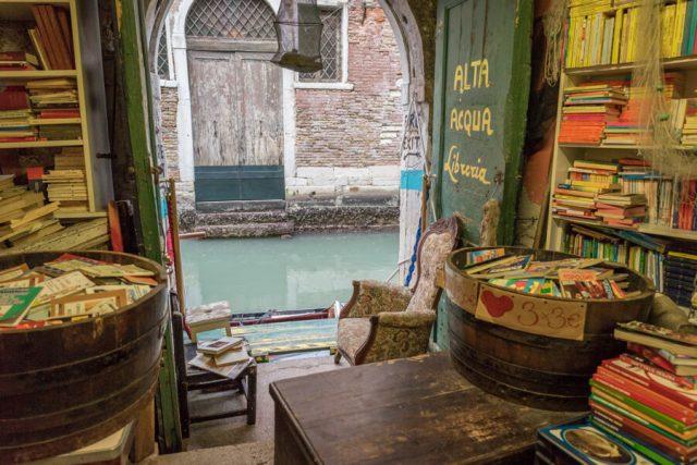 Italien Venedig Urlaub Libreria Acqua Alta Kanal