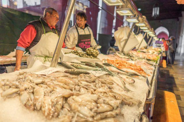 Italien Venedig Urlaub Mercato di Rialto
