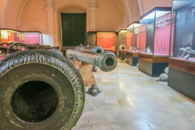 Malta Sehenswuerdigkeiten Malta Urlaub Grossmeister Palast Valetta Armory
