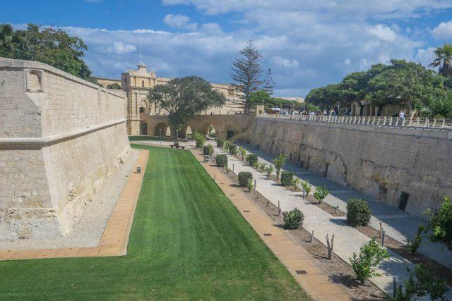 Malta Sehenswuerdigkeiten Malta Urlaub Mdina Graben