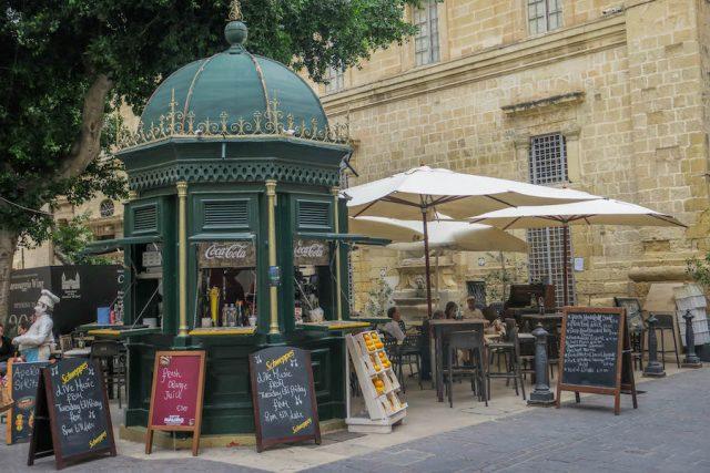 Malta Sehenswuerdigkeiten Malta Urlaub Valetta Cafe