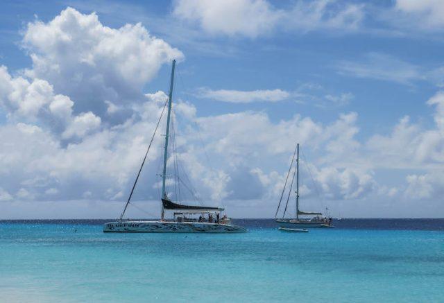 Curacao Urlaub Karibik niederlaendische Antillen Klein Curacao Blue Finn Charters Katamaran