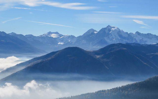 Suedtirol Urlaub Vinschgau Nebel Berge
