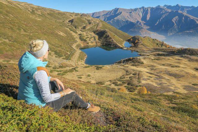 Suedtirol Urlaub Vinschgau Wanderung Watles Pfaffensee