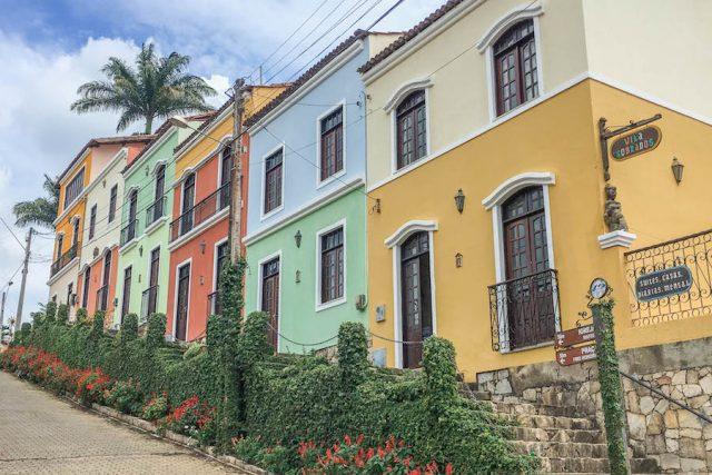 Brasilien Urlaub Ceara Fortaleza Brasilien Urlaub Ceara Fortaleza Guaramiranga bunte Häuser